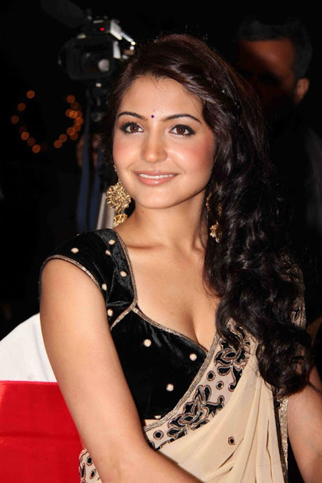 anushka sharma in saree cute stills