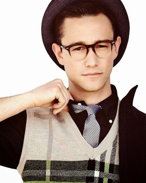 Clotheson, clothes off, Joseph Gordon-Levitt will always look hot ... Joseph Gordon Levitt
