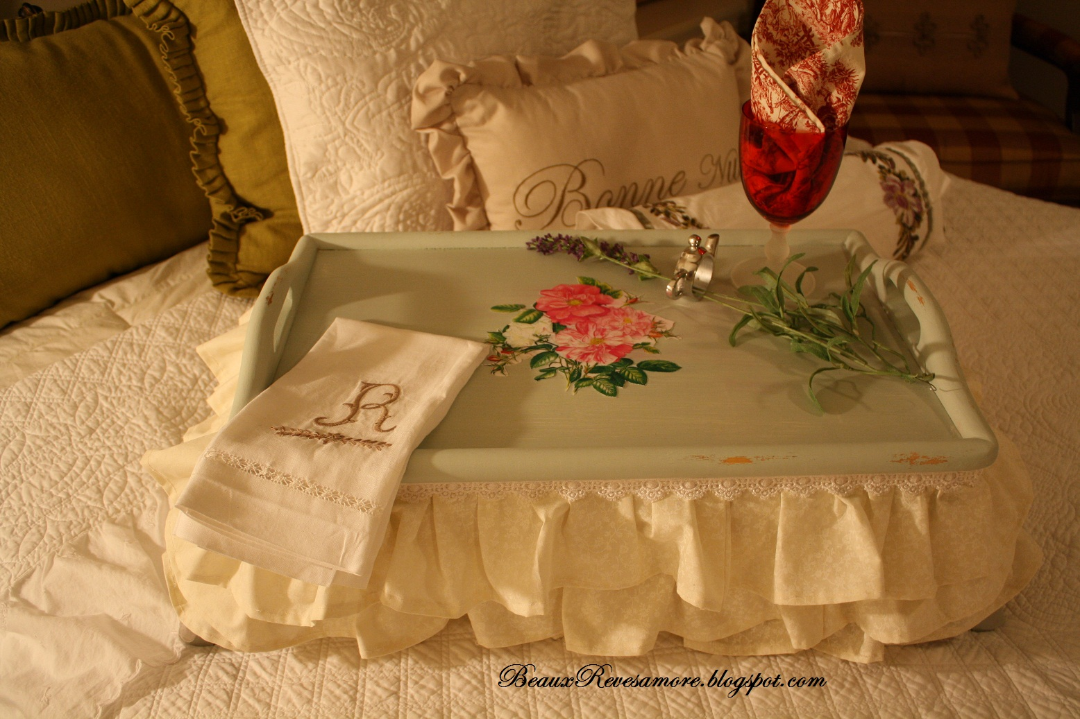 Beaux r 39 eves romantic breakfast in bed for How to buy a bed and breakfast