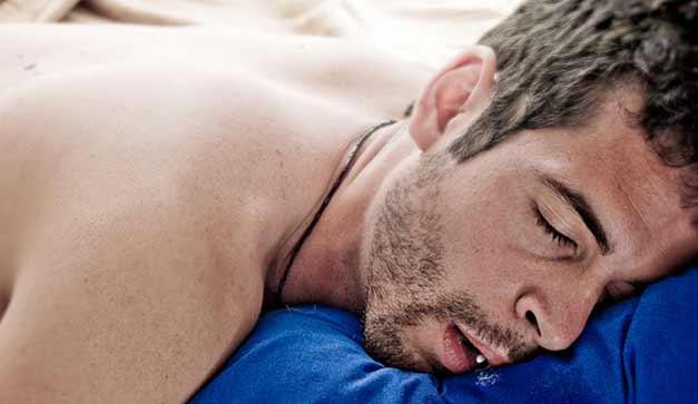 ¿Es normal babear toda la almohada al dormir?