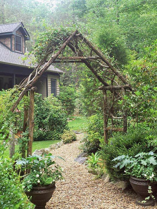 Small yard small garden landscaping ideas rustic arbor for Small outdoor patio areas