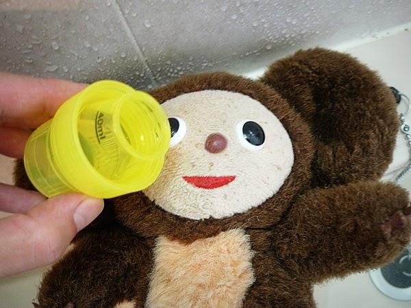 洗剤は、汚れのひどい所に原液をかける。