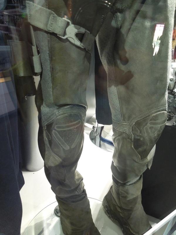 Oblivion legs costume detail
