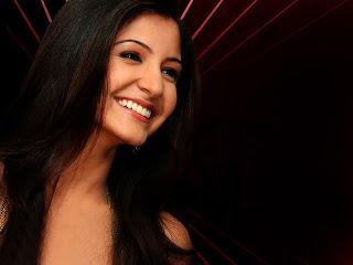 Anushka sharma smily face