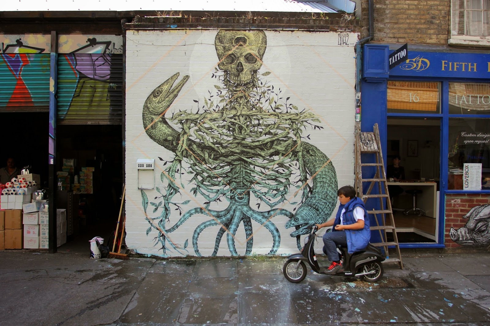 Alexis Diaz is back in the United Kingdom where he spent the last few days working on this new piece on the streets of East London.