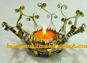 http://brisareutiliza.blogspot.com.es/2014/12/candelabro-con-lata-de-conservas.html