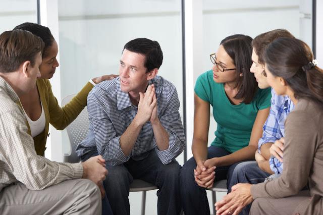 grupa wsparcia na meetingu