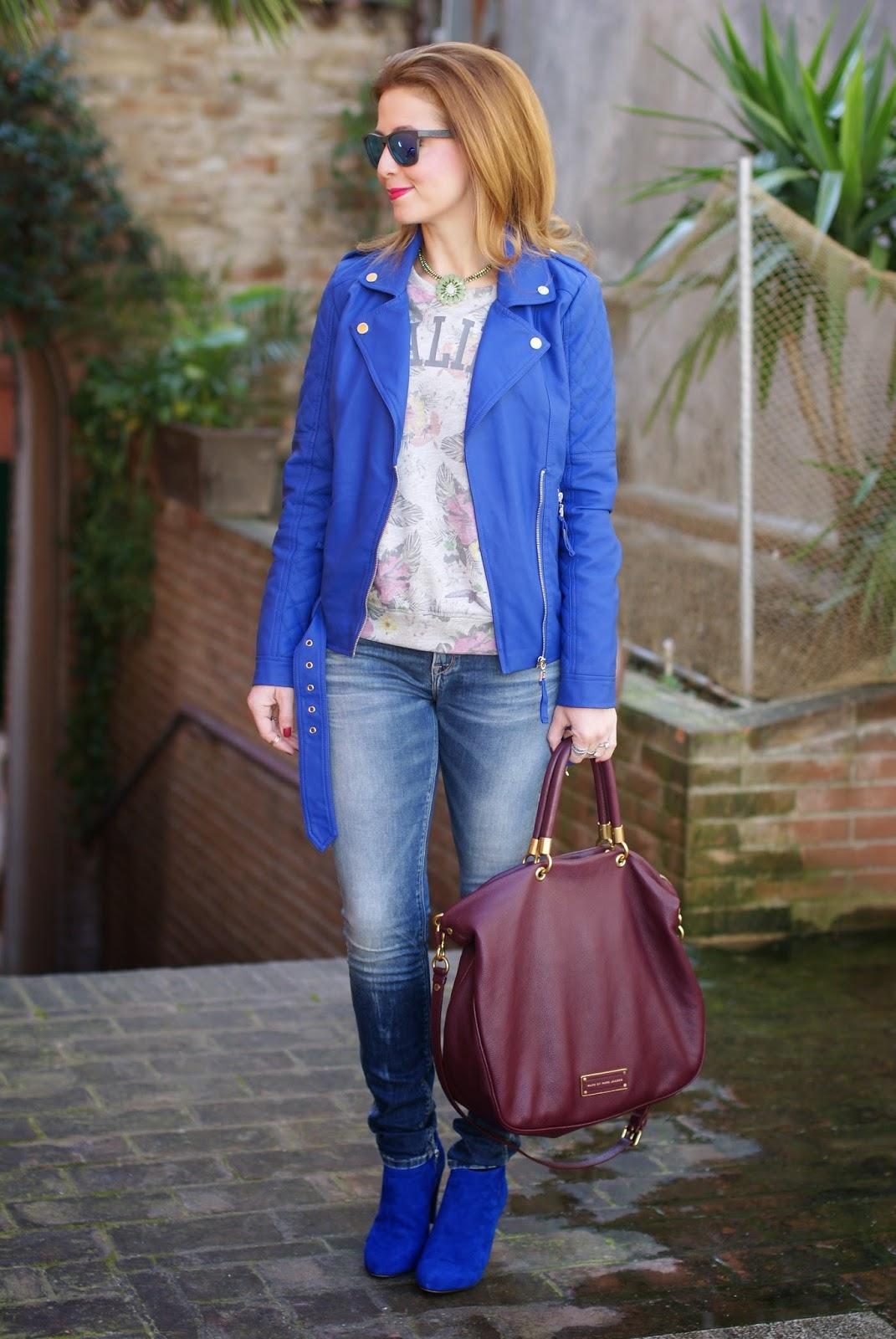 Malibu sweatshirt, Sodini bijoux collana, Oakley blue mirror sunglasses, Fashion and Cookies, fashion blogger