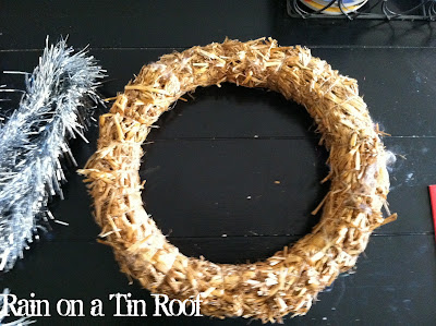 Easy DIY Christmas Tinsel Wreath {rainonatinroof.com} #DIY #Christmas #tinsel #santa #wreath