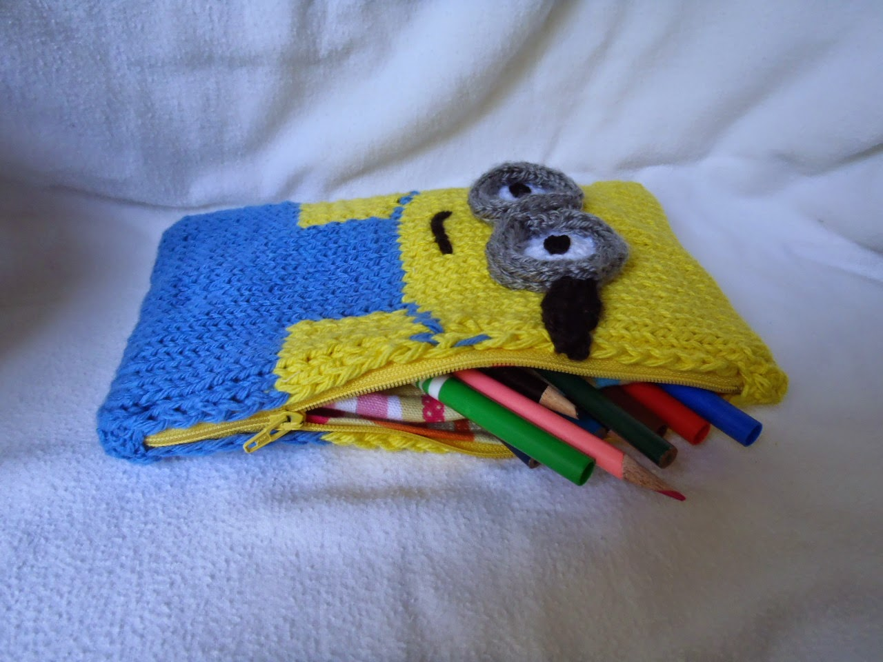 Small Heart Knitting Pattern : Stanas Critters Etc.: Knitting Pattern for Minion Pencil Box