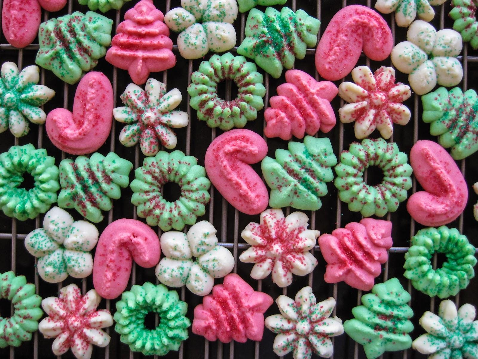 Karis' Kitchen | A Vegetarian Food Blog: Classic Spritz Cookies