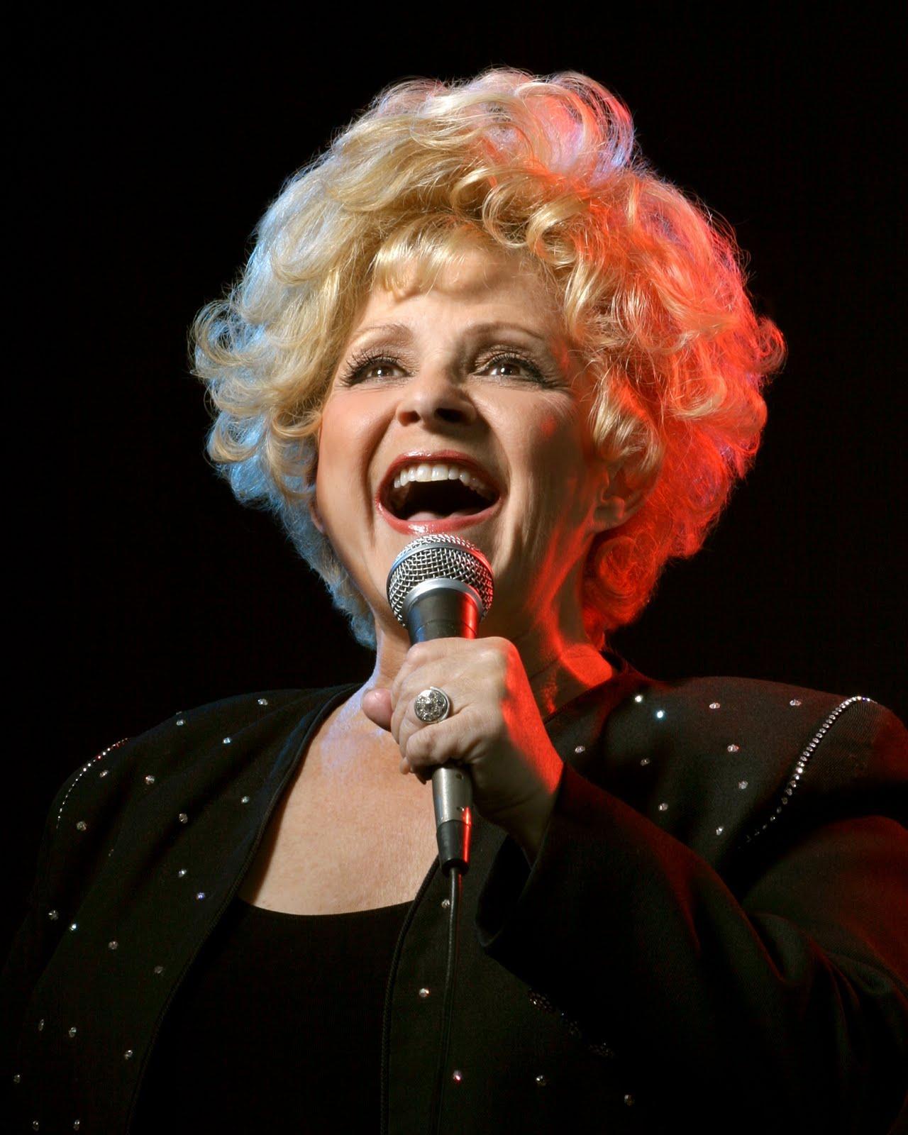 http://2.bp.blogspot.com/--jv6qE9U7sc/TrTxmxVkHwI/AAAAAAAABCY/yJIrO-2QF5g/s1600/brenda-singing.jpg