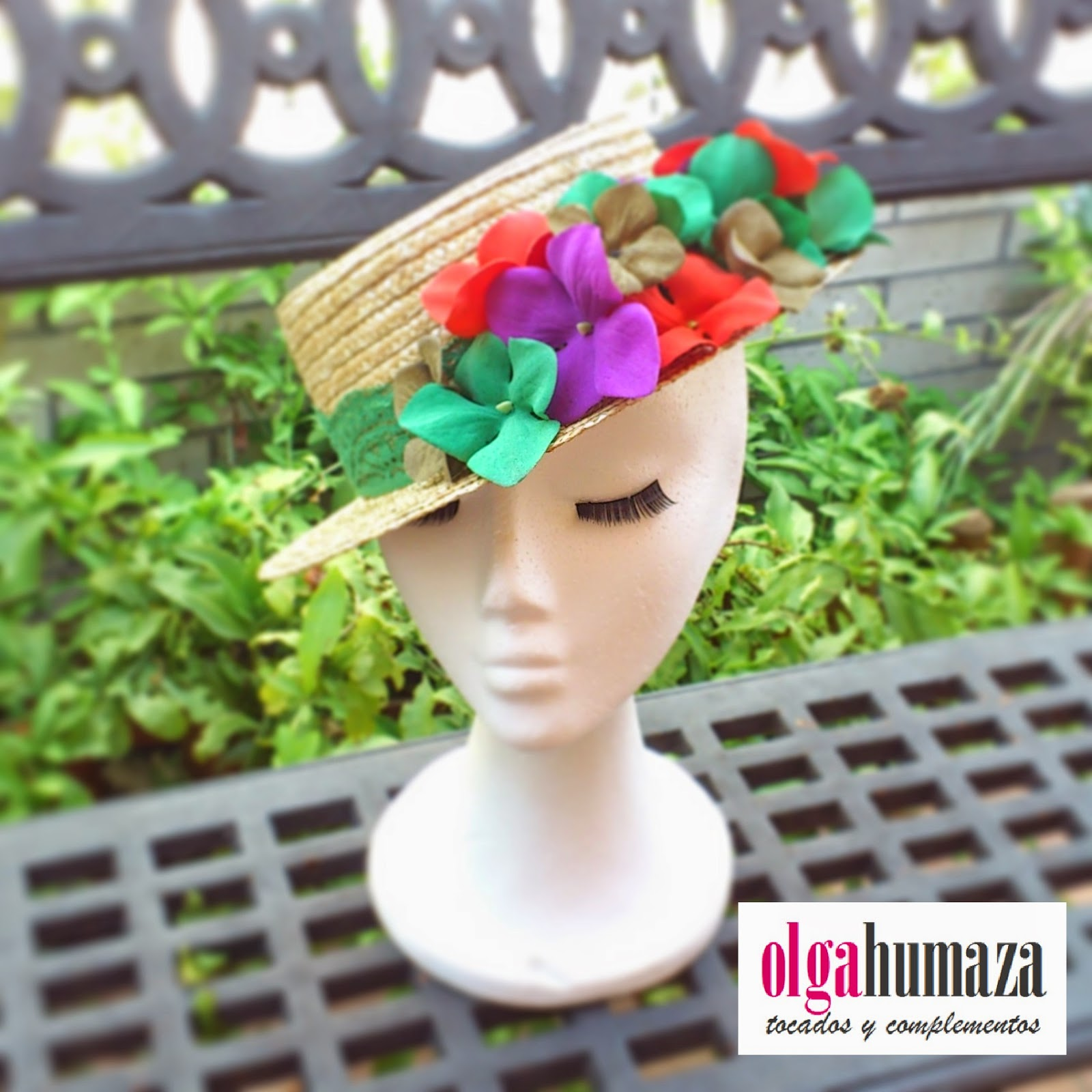 http://olgahumaza.blogspot.com.es/2014/06/b41-tocado-sombrero-canotier-flores.html