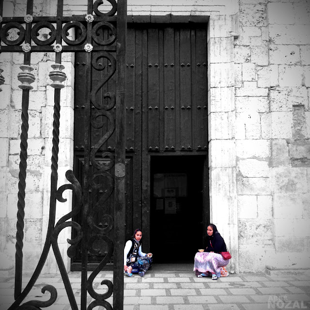 Mendigando en la puerta del pasado, 2012 (cc) Abbé Nozal