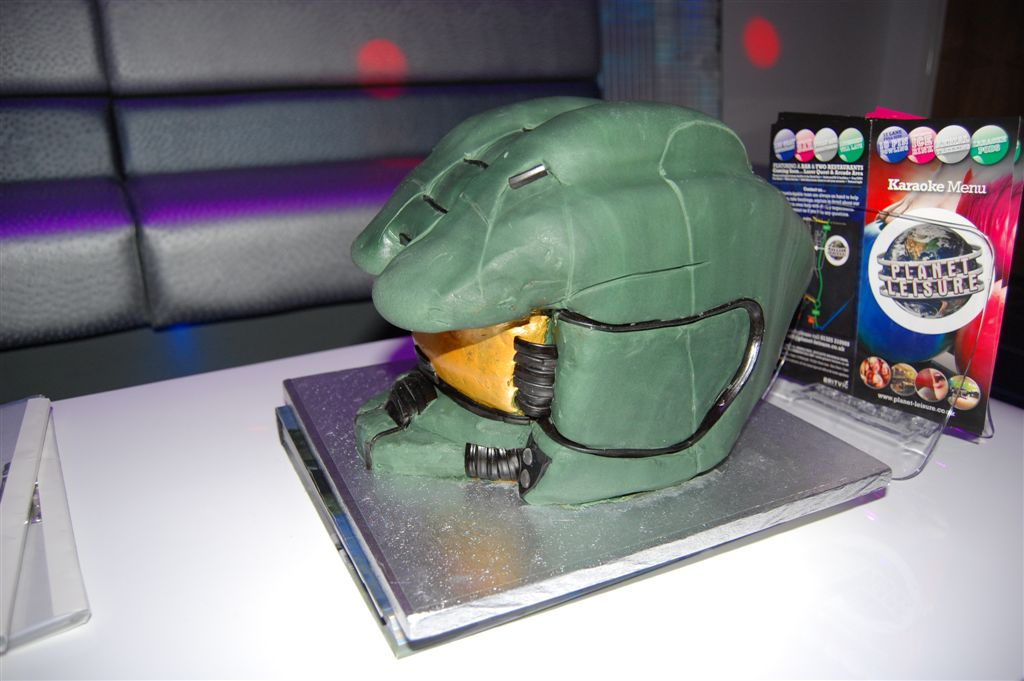 The Green I Signs Blog Halo4 Halo 4 Master Chief helmet birthday