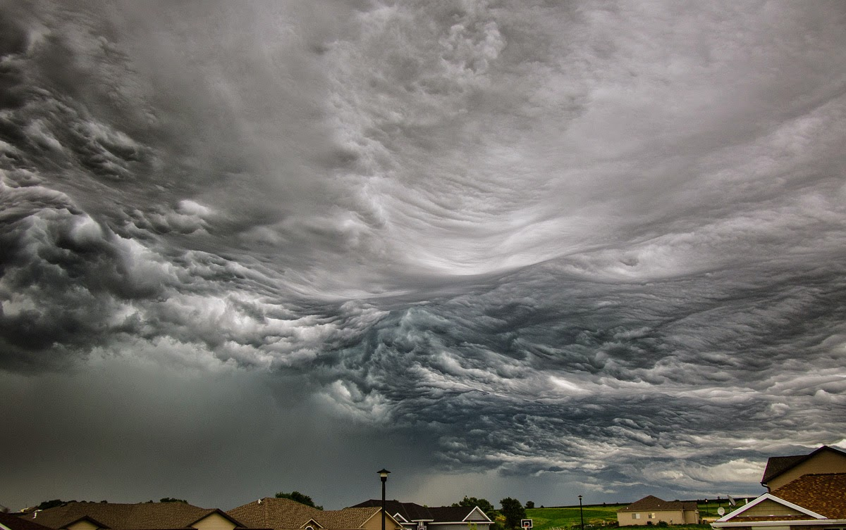 Stunning Photographs of Storm Clouds That Look Like a Rolling Ocean