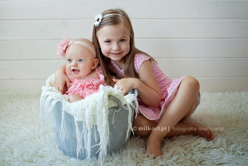 sesje zdjęciowe dziecka, fotografia niemowlęca, sesja fotograficzna niemowlaka, zdjęcia rodzinne, profesjonalne studio fotograficzne w poznaniu