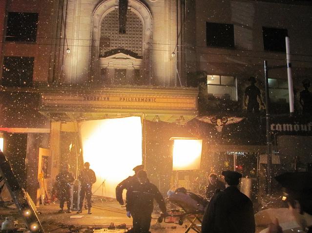 Novas fotos das filmagens da Season Finale Fringe+Filming+Season+Finale+Outside+Orpheum+Theatre+in+Vancouver+++Flickr++Intercambio+de+fotos