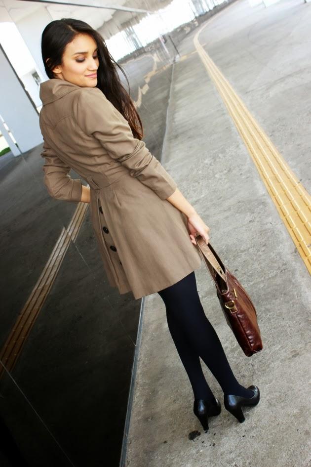 moda acessível, burberry, c&A, look do dia, casaco c&a, sapato satinato, meia calça renner, lenço de onça, lenço animal print, blog de moda