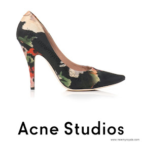 Princess Victoria ACNE STUDIOS Nova floral-print pumps