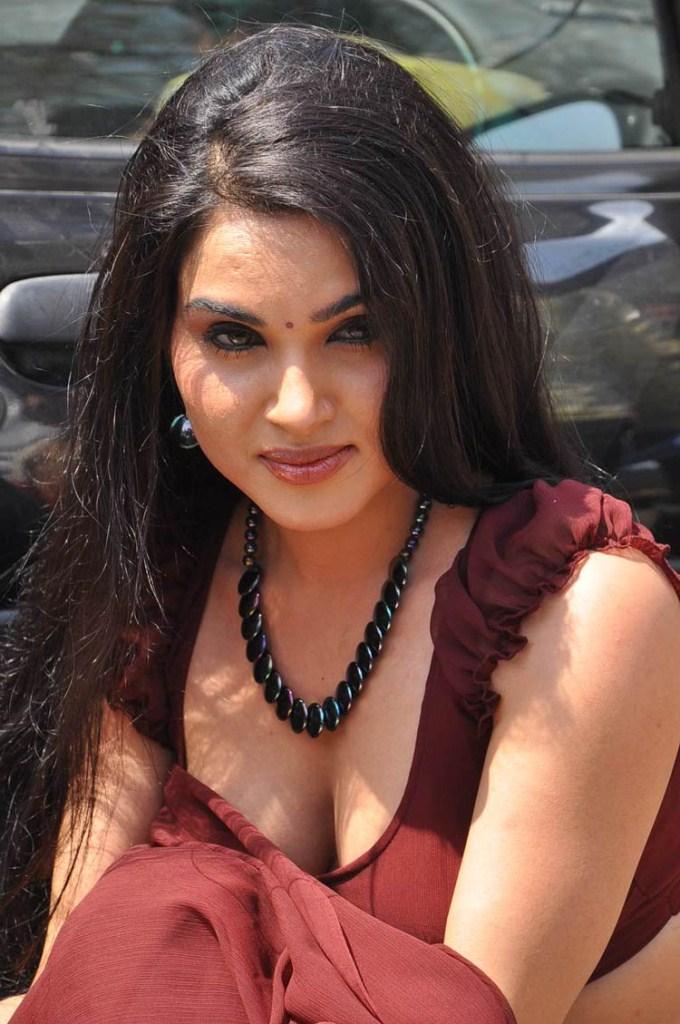Kavya Singh Hot... Kavya Ravichandran