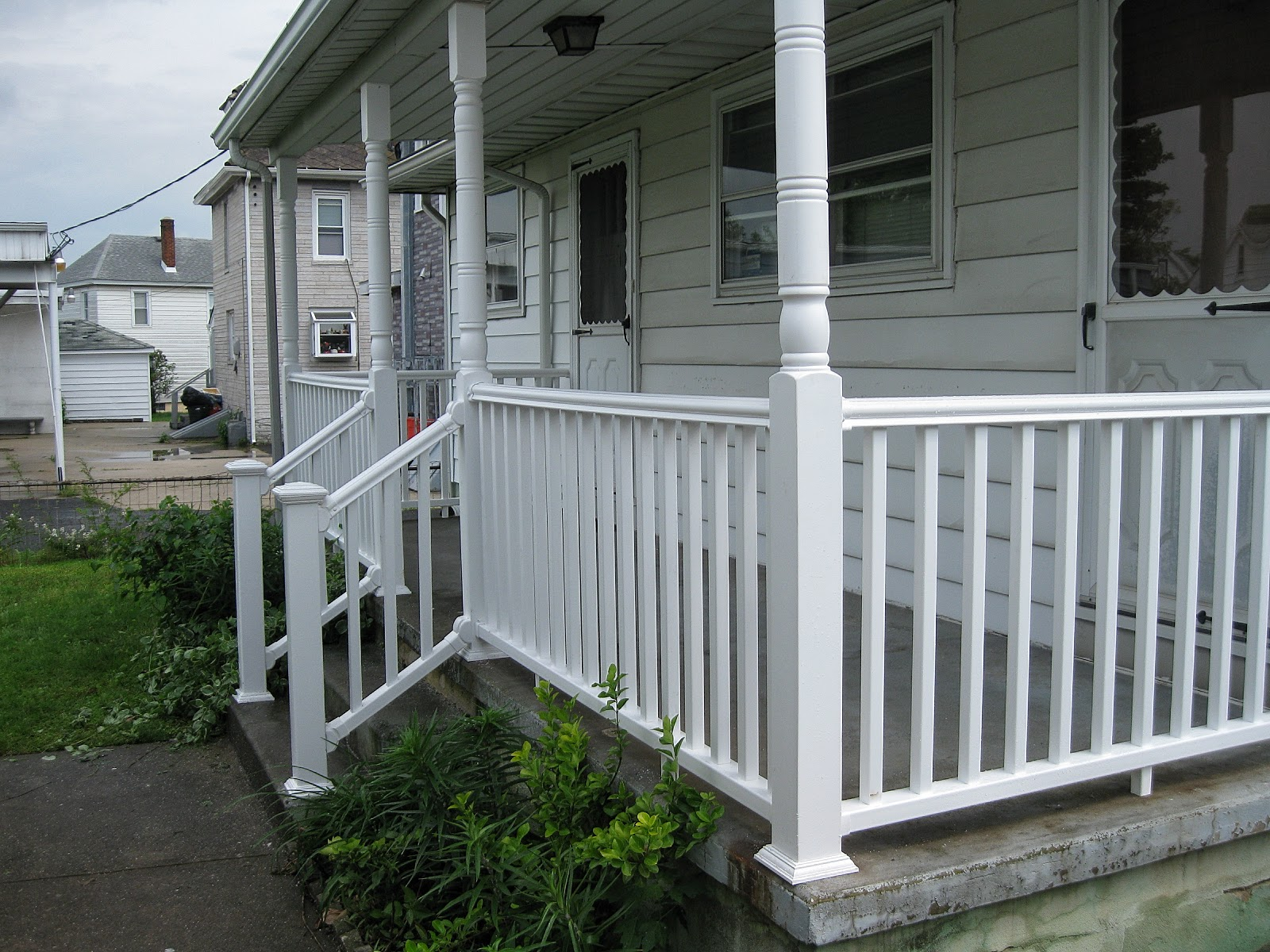 Home remodeling and improvements tips and how to 39 s exterior severe weather railing and - Vinyl deck railing lowes ...