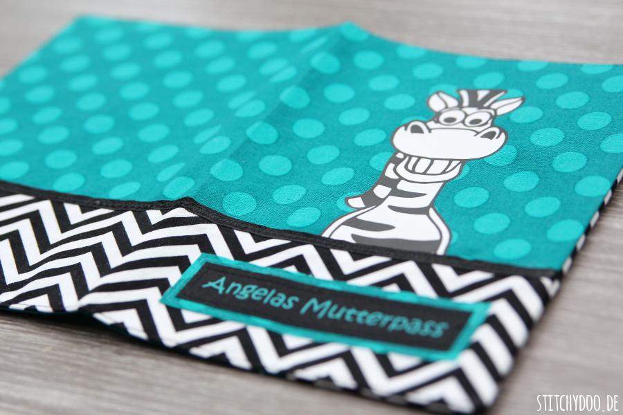 stitchydoo: Mein erster Plot | Mutterpasshülle mit Zebra