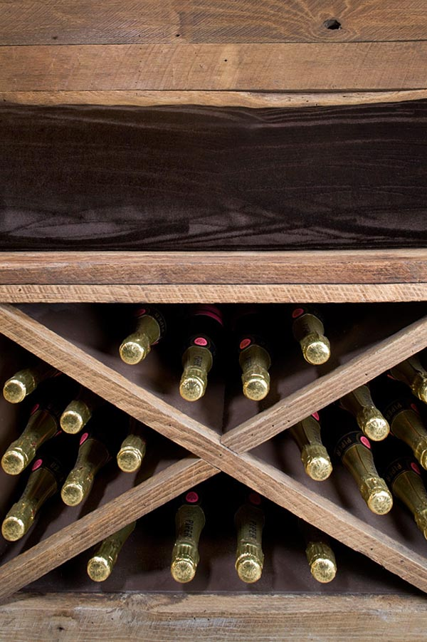 botellero bajo banco de madera-bodega de vinos