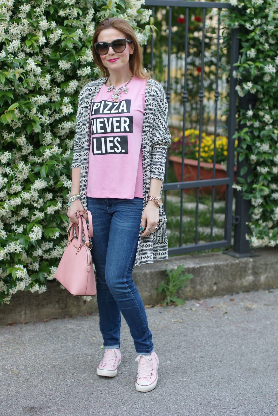 Pizza never lies, pink casual look, Zaful pink t-shirt, Zaful pizza never lies, casual pink look on Fashion and Cookies fashion blog, fashion blogger style