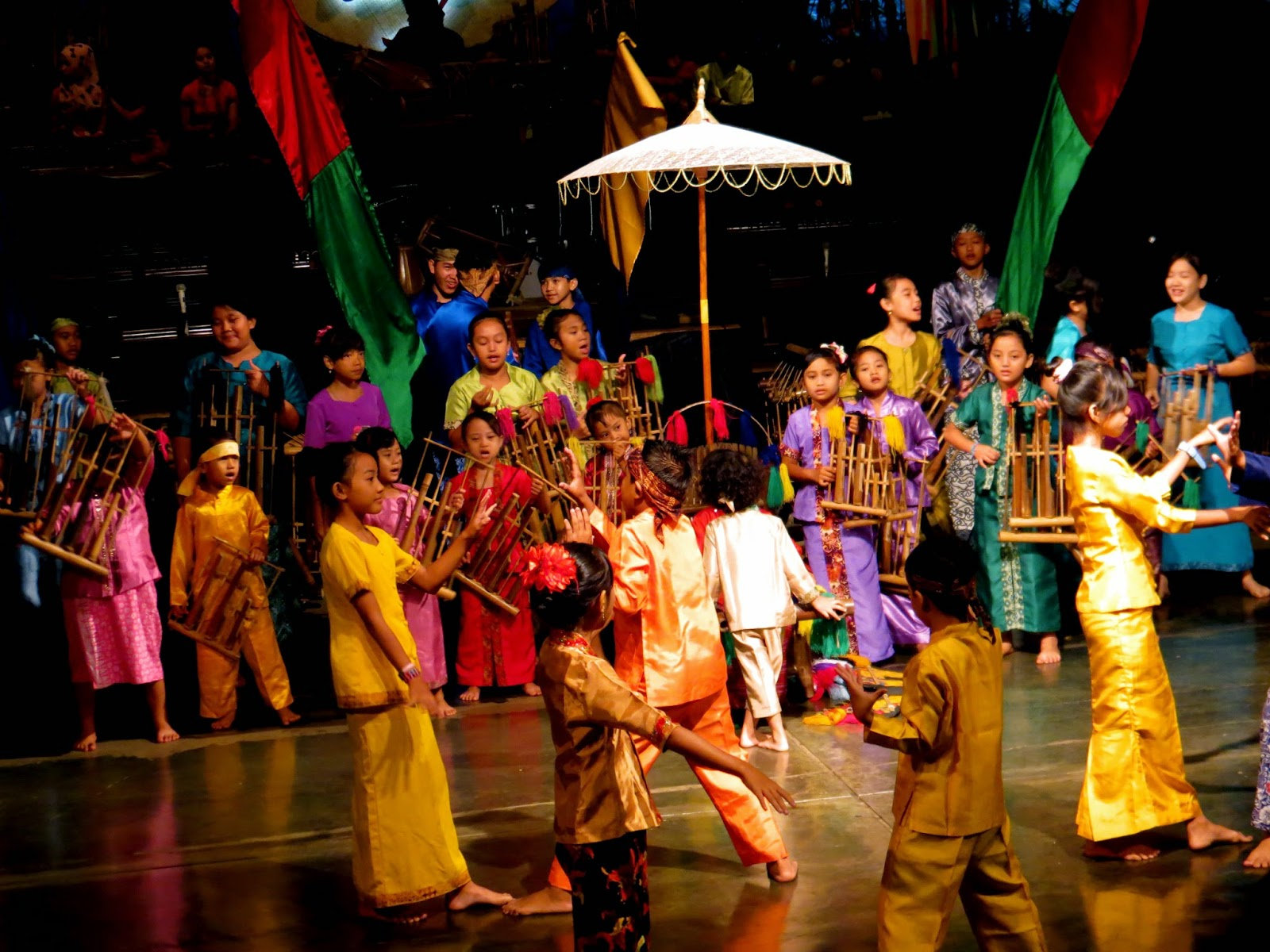 Saung Angklung Udio cultural show