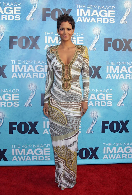 Halle-Berry-42nd-NAACP-Image-Awards-hot-dress