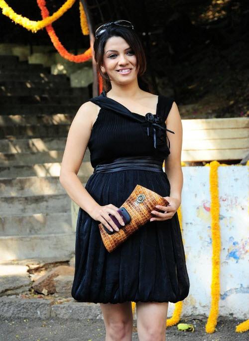 nadia in black
