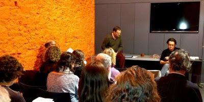Xavier Sierra durant la conferència a la sala Vilaweb (Fotografia: Josep Vila Cortès)