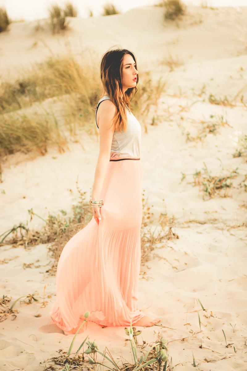 maxi vestido fluor en playa de cadiz
