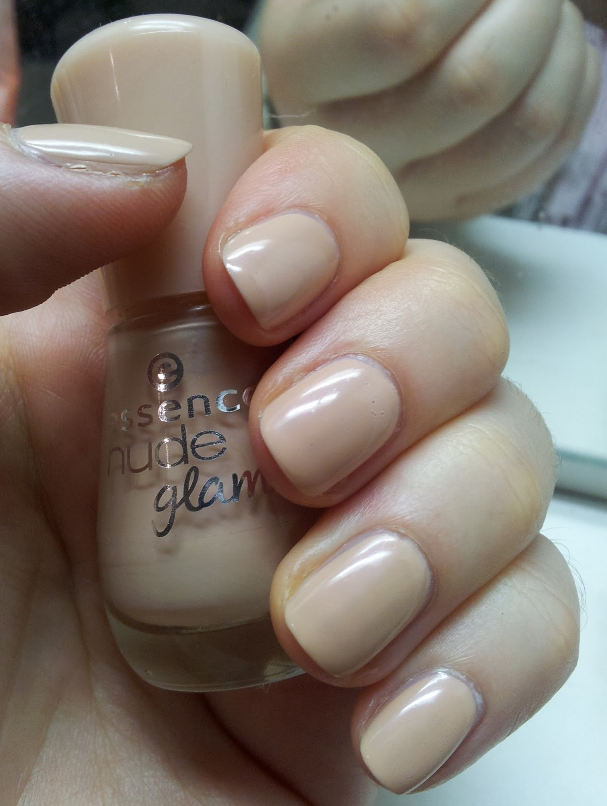 essence Nude glam Hazelnut Cream Pie
