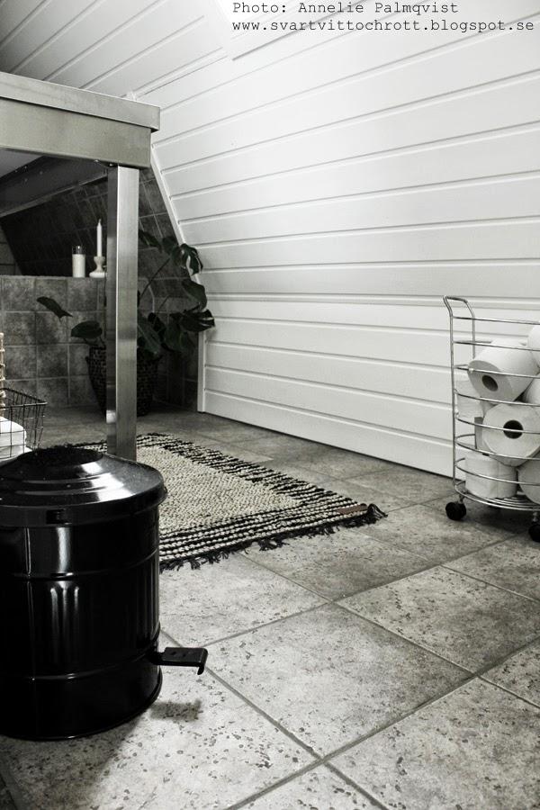 trasmatta av läder, trasmattor, läder, zbh, zelected by home, inredningsparty, house doctor papperskorg, svart soptunna, badrum, toalett,