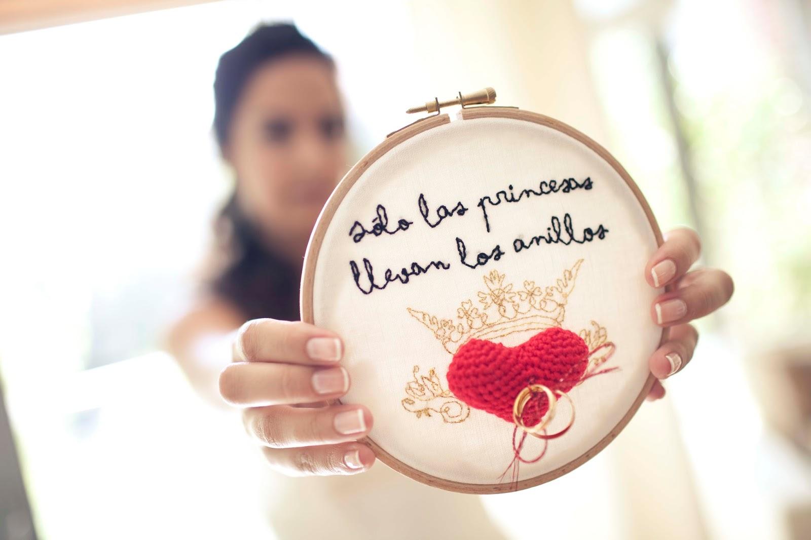 http://lluevediamantina.blogspot.com/2014/04/inspiracion-bastidores-bordados-para.html