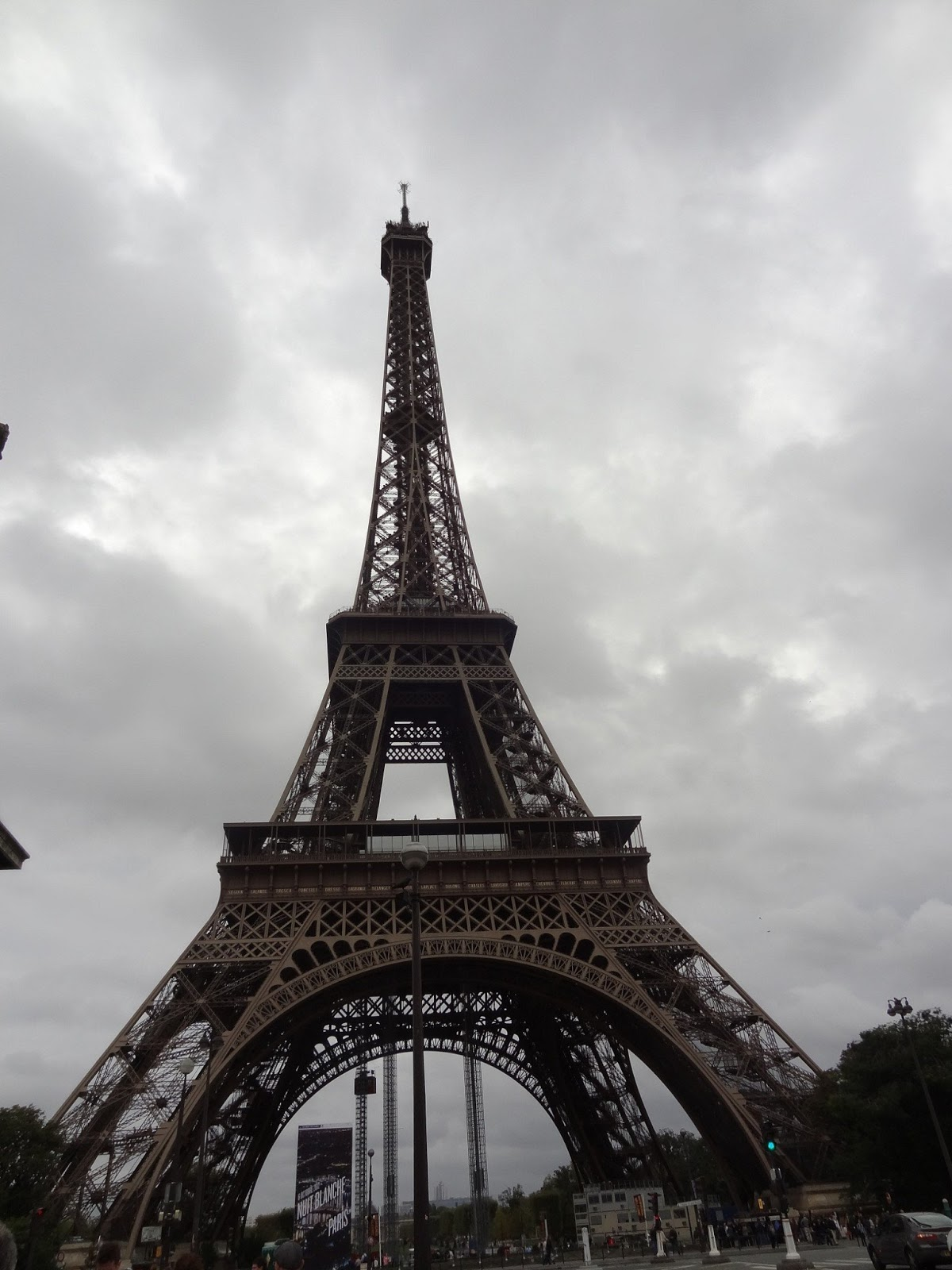 Cheap hotels and transportation in paris travel tips and for Hotels by the eiffel tower