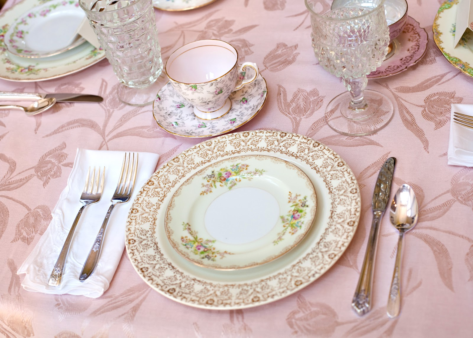Pretty vintage table birthday blessing tea for Pretty html table