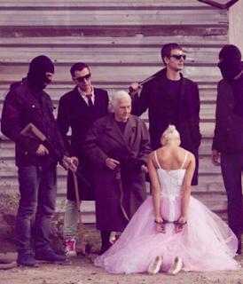 najsmešnije fotke: baka mafijaš