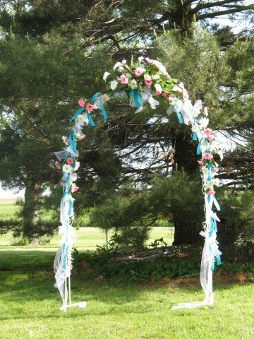 how to decorate a wedding arch