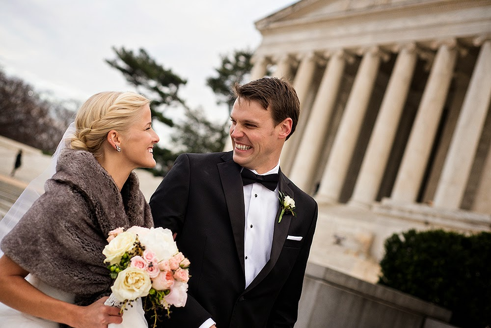 bride and groom at the Jefferson Memorial