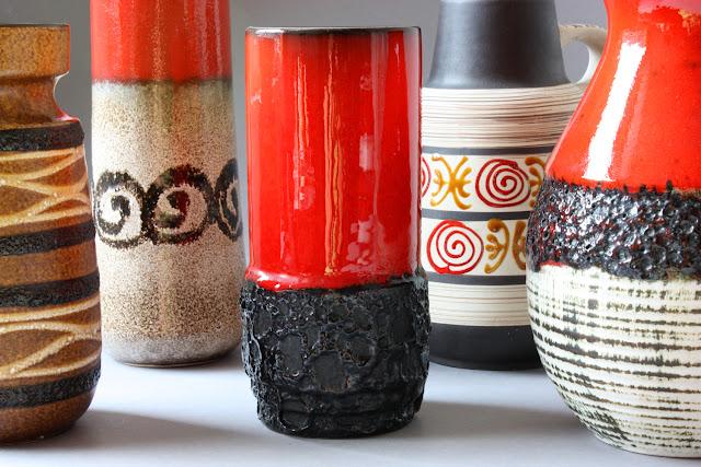 rot schwarze blumenvase aus keramik keramikvase nahezu zylindrisch 60er 70er jahre deutschland germany
