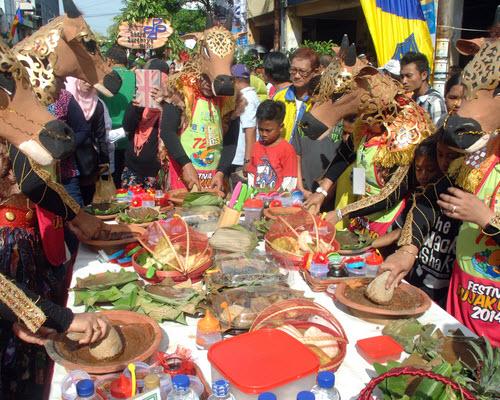 Festival Rujak Uleg Di Surabaya