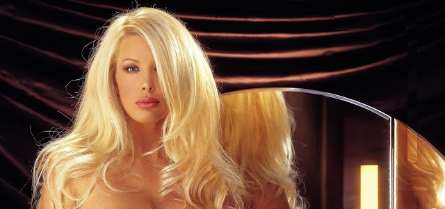 Model Charis Boyle