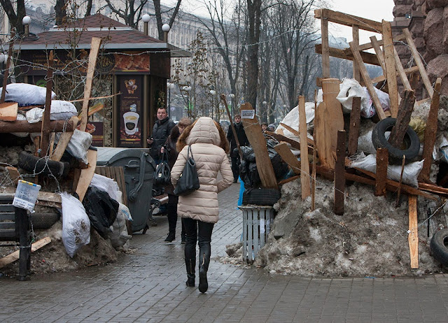 Широкие азиатские проспекты Киева превратились в уютные, узкие европейские улочки, по которым так приятно гулять: