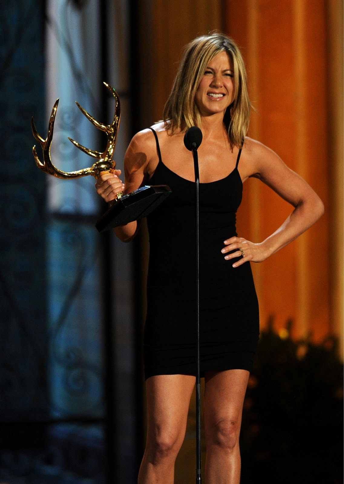 http://2.bp.blogspot.com/--nfxXl-QYxc/TfgMHf9w5LI/AAAAAAAAAmg/OFnH1ZcEHNk/s1600/Jennifer+Aniston+Spike+TV+Guys+Choice+Awards+June.jpg