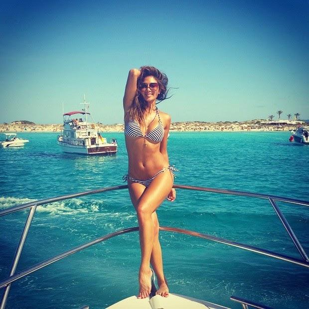 Nicole Scherzinger displays curves in Ibiza, Spain