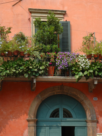 Smart money guide other balcony gardens for Balcony in italian