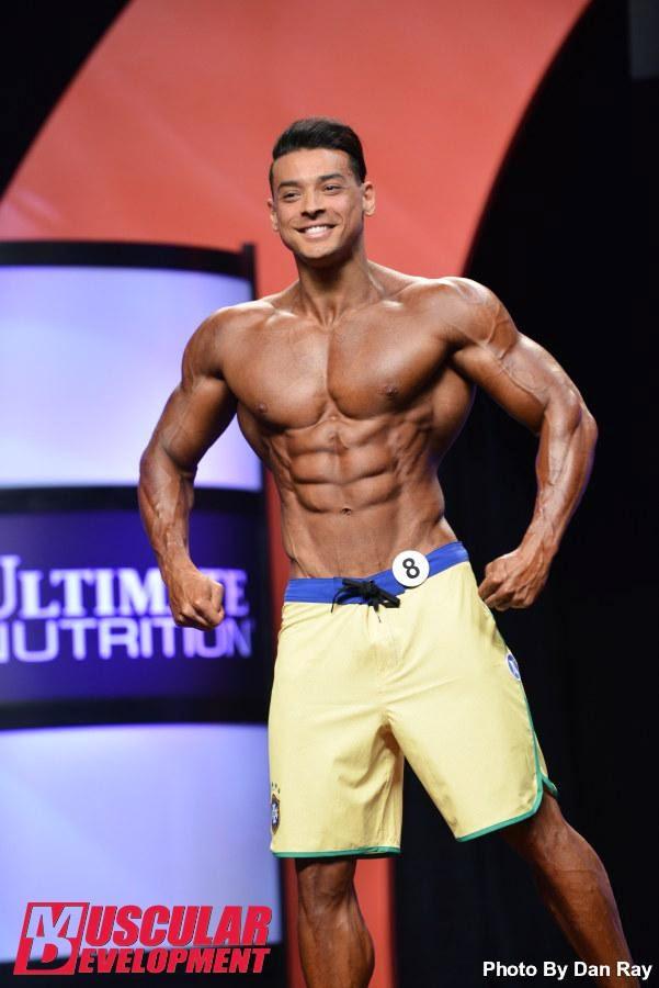 O shape musculoso de Felipe não agradou muito os árbitros e ele saiu da competição em 15º lugar. Foto: Dan Ray/Muscular Development